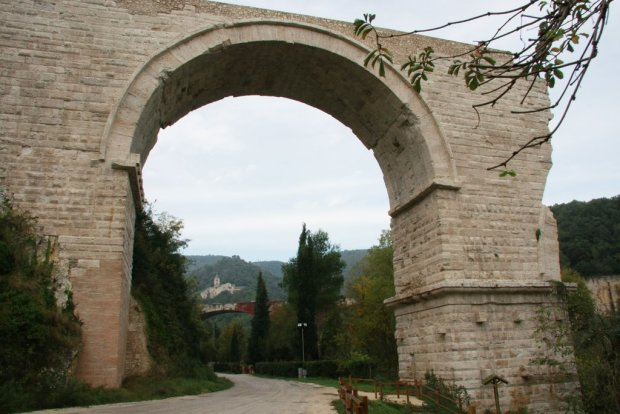 2013 _Pont Narni avec abbaye san cassiano