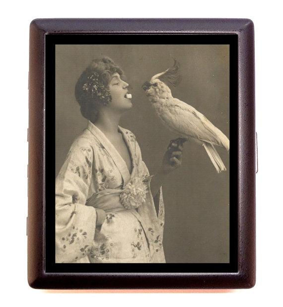 Femme au perroquet