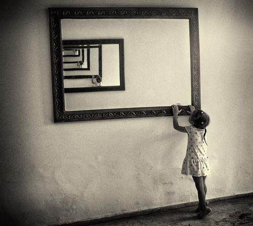 Fillette aux miroirs