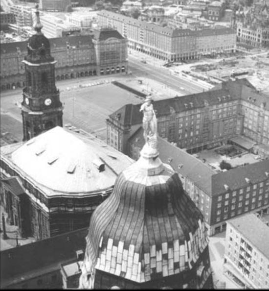 rathausturm-and-kreuzkirche