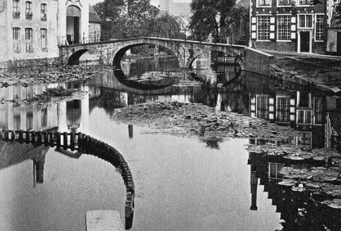 Fernand Khnopff-Memory of BrugesThe Entrance of the Beguinage1904