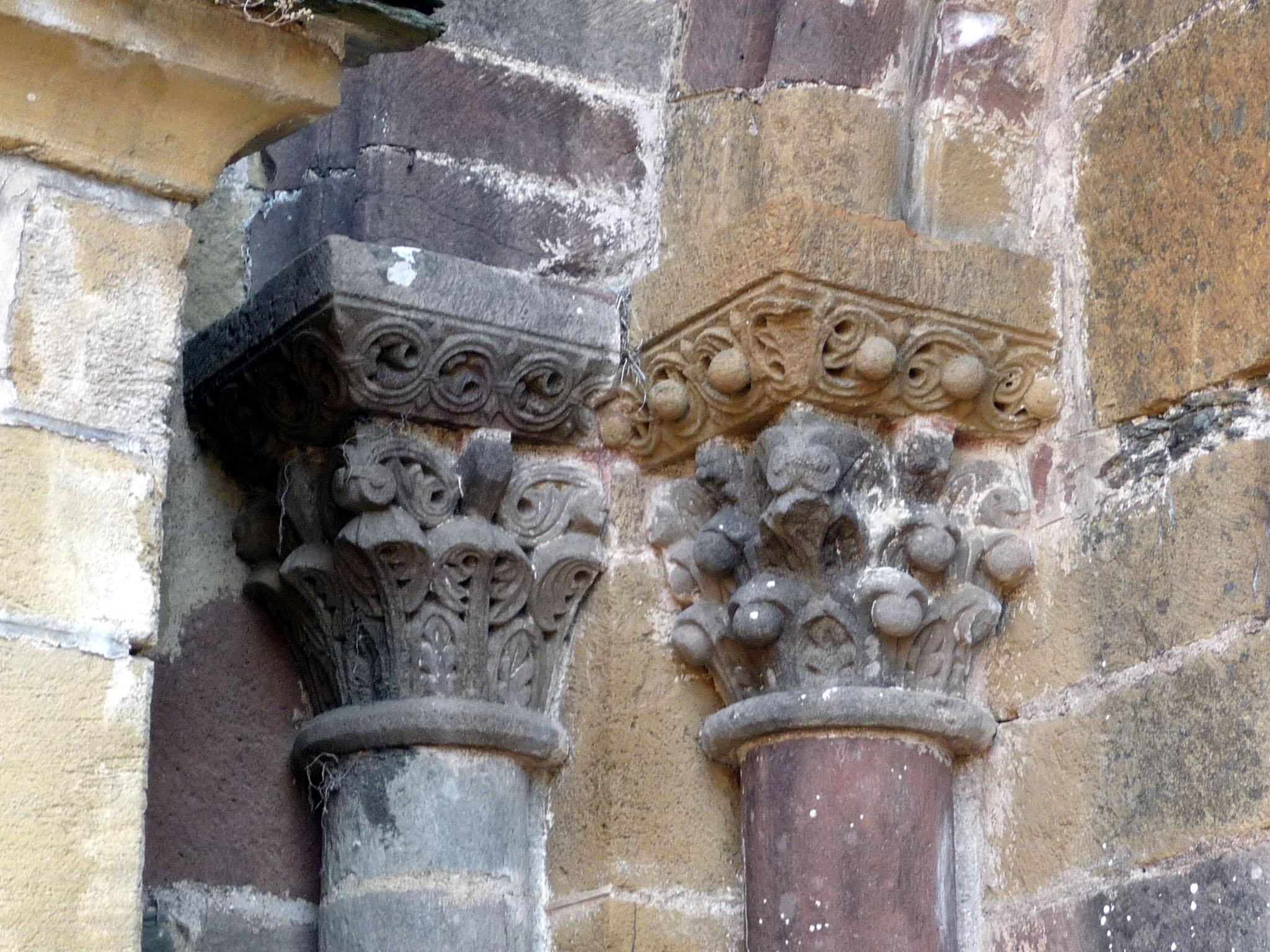 CO05_conques portail sud chapiteau à boules