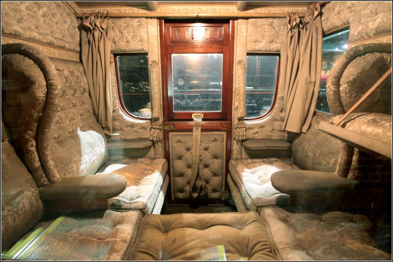queen adelaide carriage saloon o