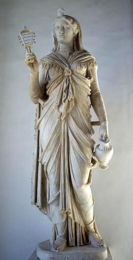 Isis au sistre, Époque d'Hadrien 117-138 ACE Pusee du capitole rome