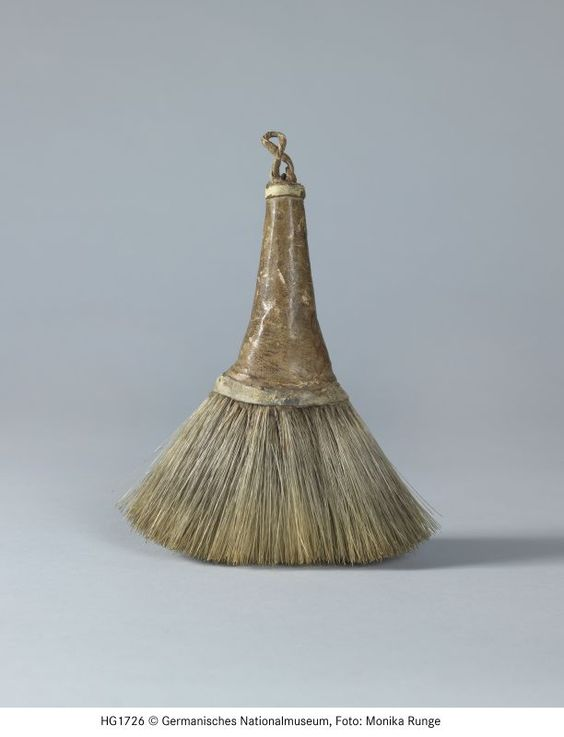 Clothes brush dated to the 17th 18th century