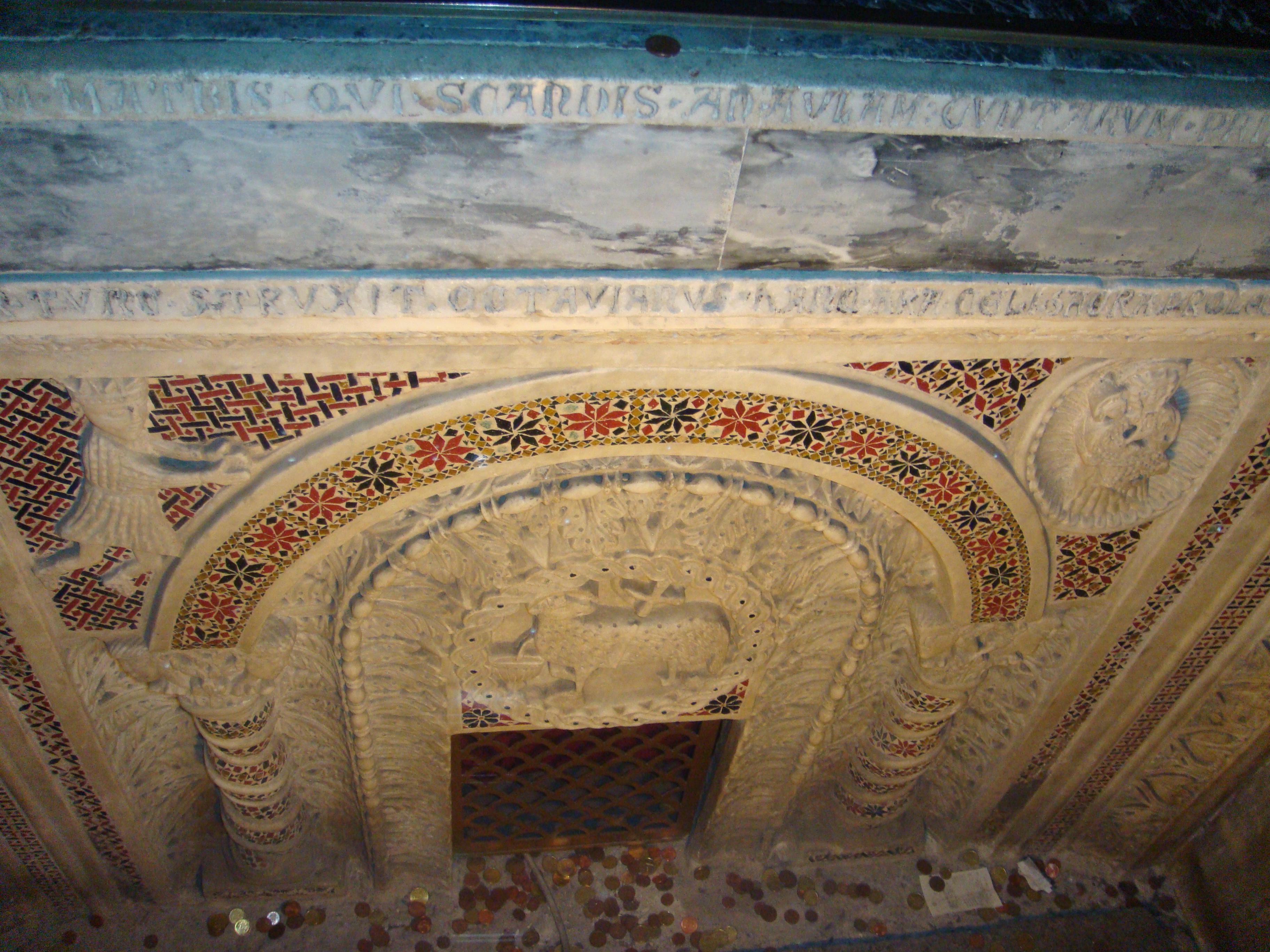 1200-1300 Autel transept gauche enterre