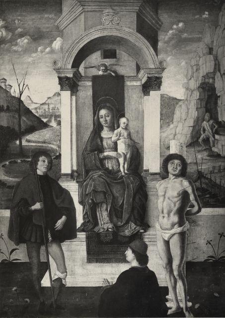 1400 - 1499 Anonimo ferrarese sec. XV, Madonna con Bambino tra san Rocco, san Sebastiano e donatore coll priv