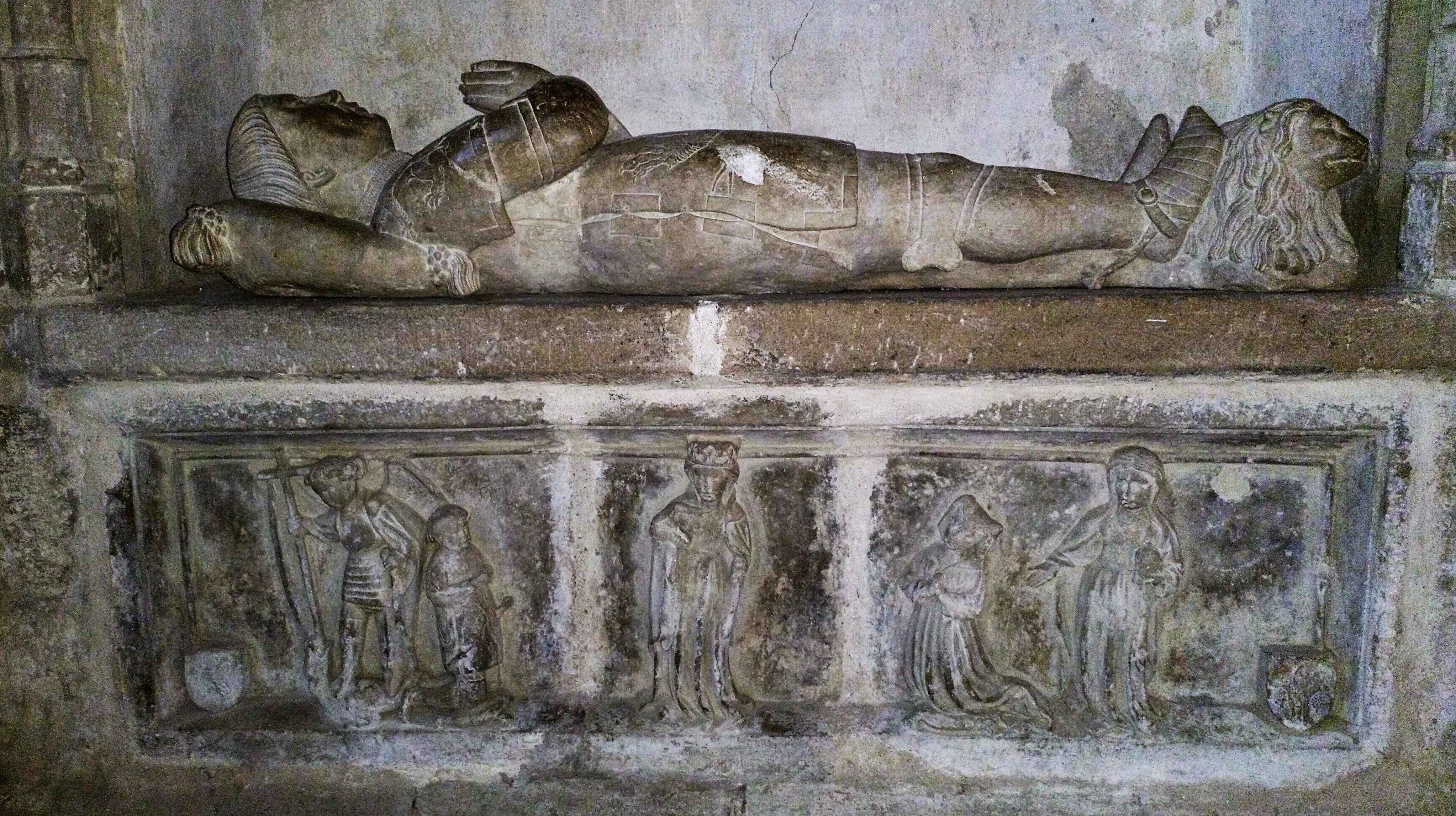 1448 avant Tombeau d alzias de saunhac avec epouse Alix st Michel Marie Madeleine eglise de Belcastel aveyron