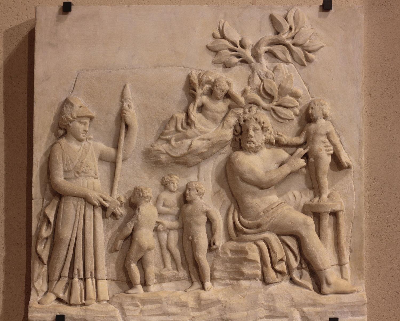 La creation de l'homme par Promethee (IIIe siecle av. JC – Musee du Louvre, Paris