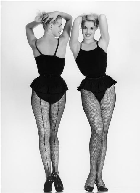1956 ca Les Soeurs Kessler photo Levin Sam