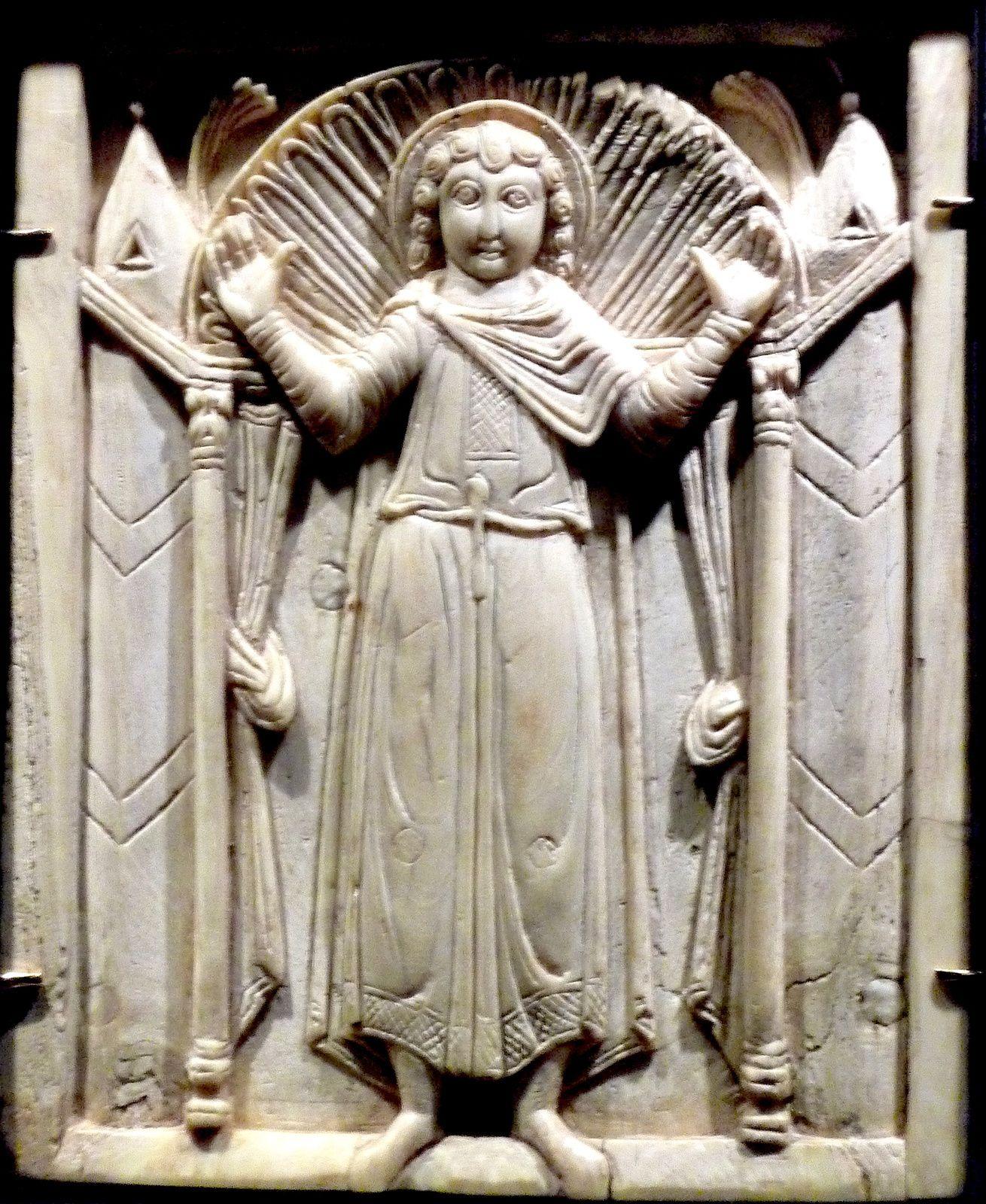 Christ priant. Ivoire de l' Orient méditerraneen, Musee de Cluny. 7-8 siecle.