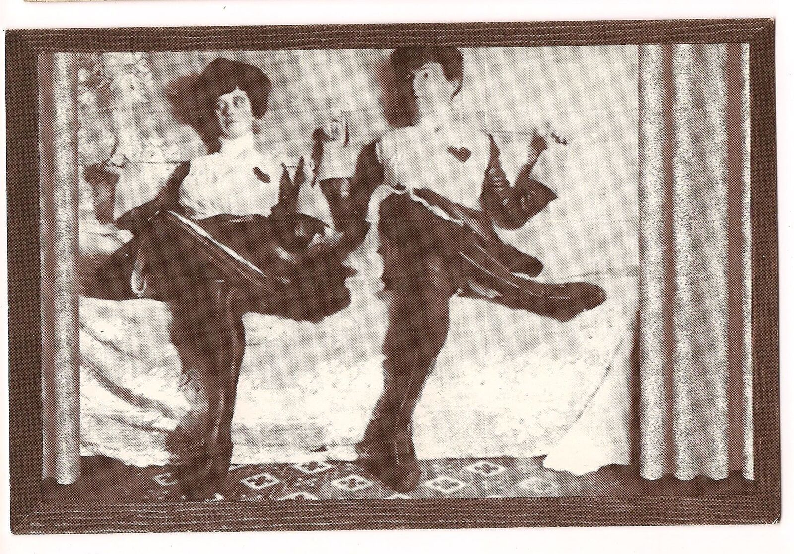 1902 ca Anonyme F Montana SHOW-GIRLS-in-Fancy-FENCING-OUTFITS