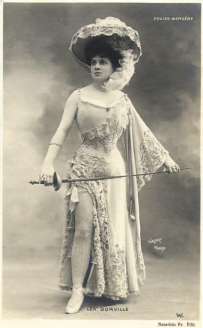 1905 Lea Dorville actrice Folies Bergere
