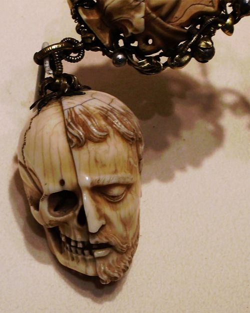 TetedoubleFbis Memento Mori. Carved ivory rosary, early 16th century. Currently in the Metropolitan museum of art, New York.