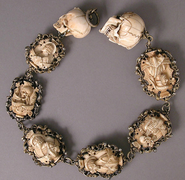 TetedoubleFbis Memento Mori. Carved ivory rosary, early 16th century. Metropolitan museum of art, New York complet B