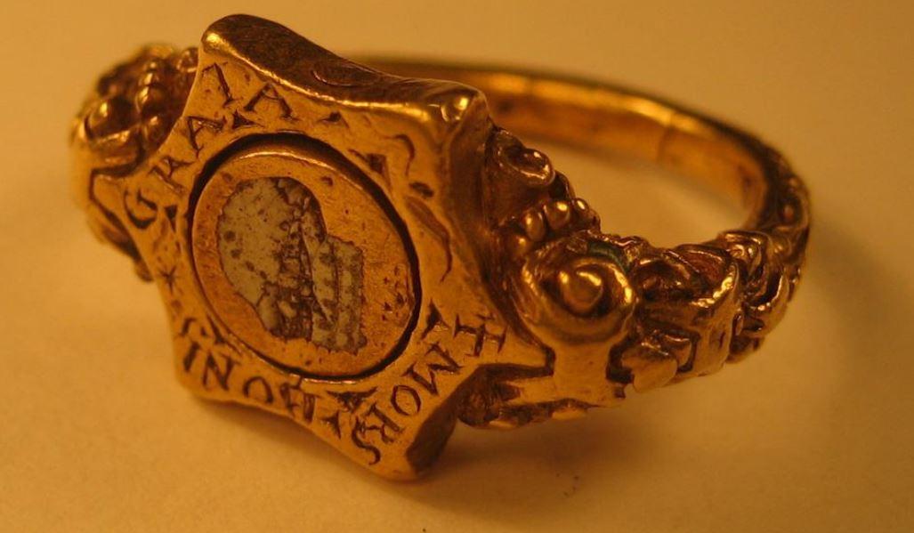 Anneau avec marque de marchand 16eme British Museum A