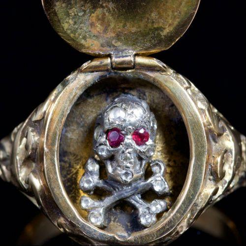 Skull Diamond Locket Ring Memento Mori 18ct Gold6-500x500
