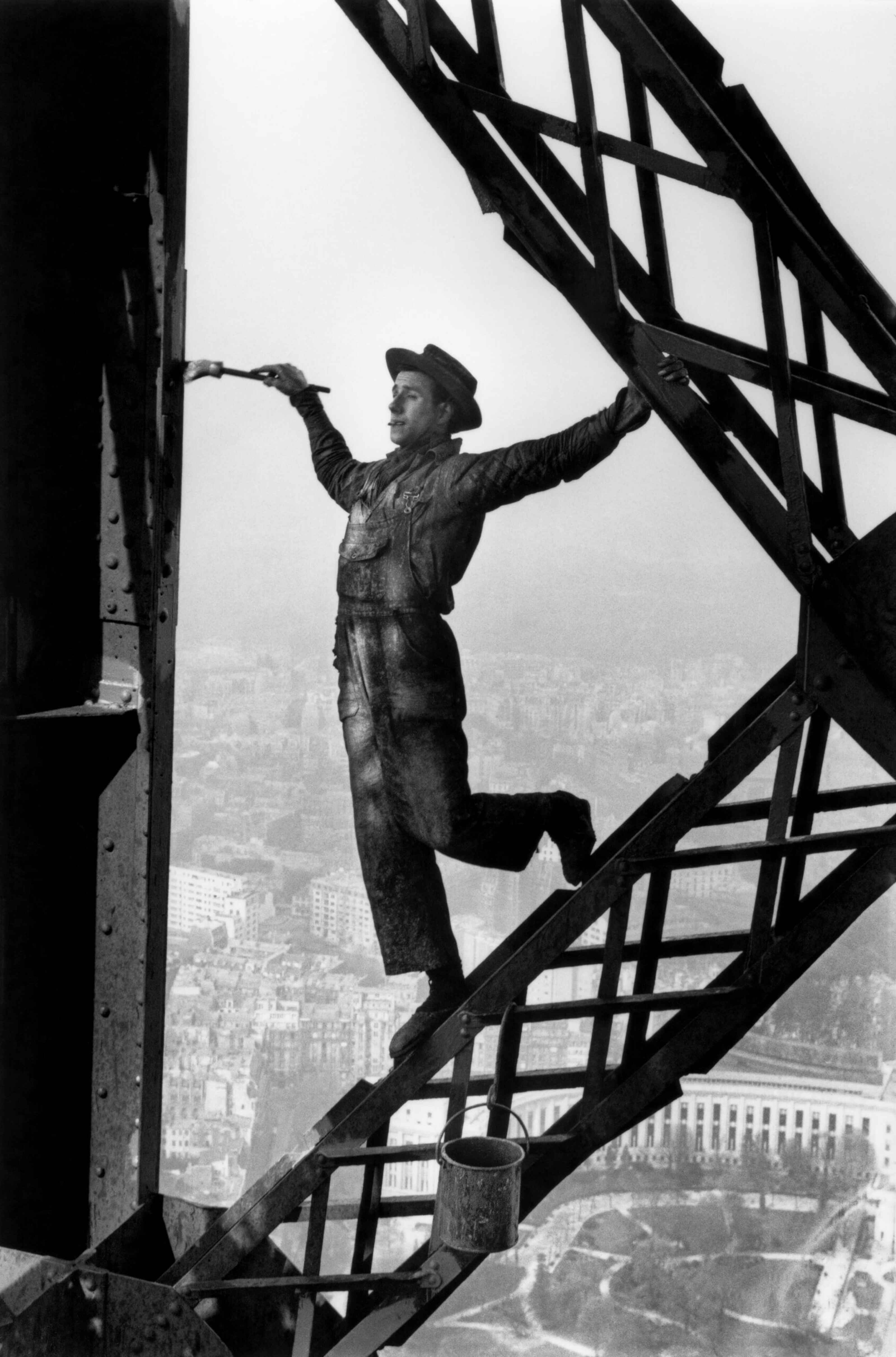 1953 Marc Riboud, Le peintre de la tour Eiffel - Paris