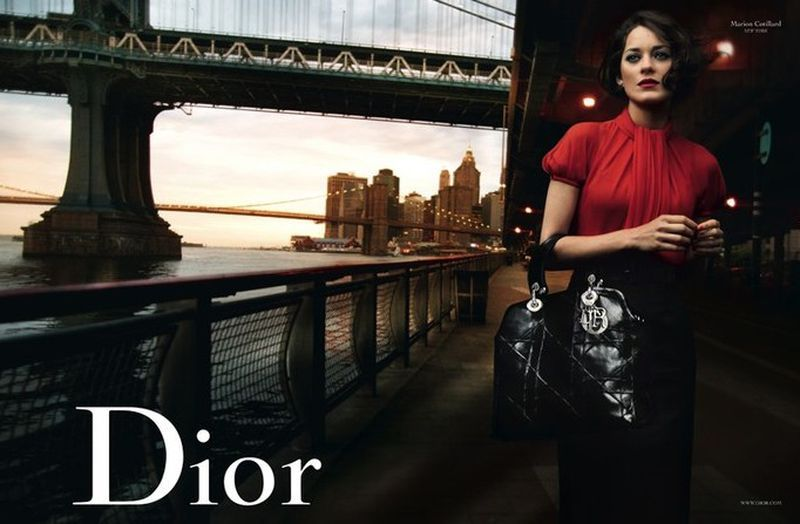 Dior B 2009 Marion Cotillard Annie Leibovitz Lady Red New York Bridge