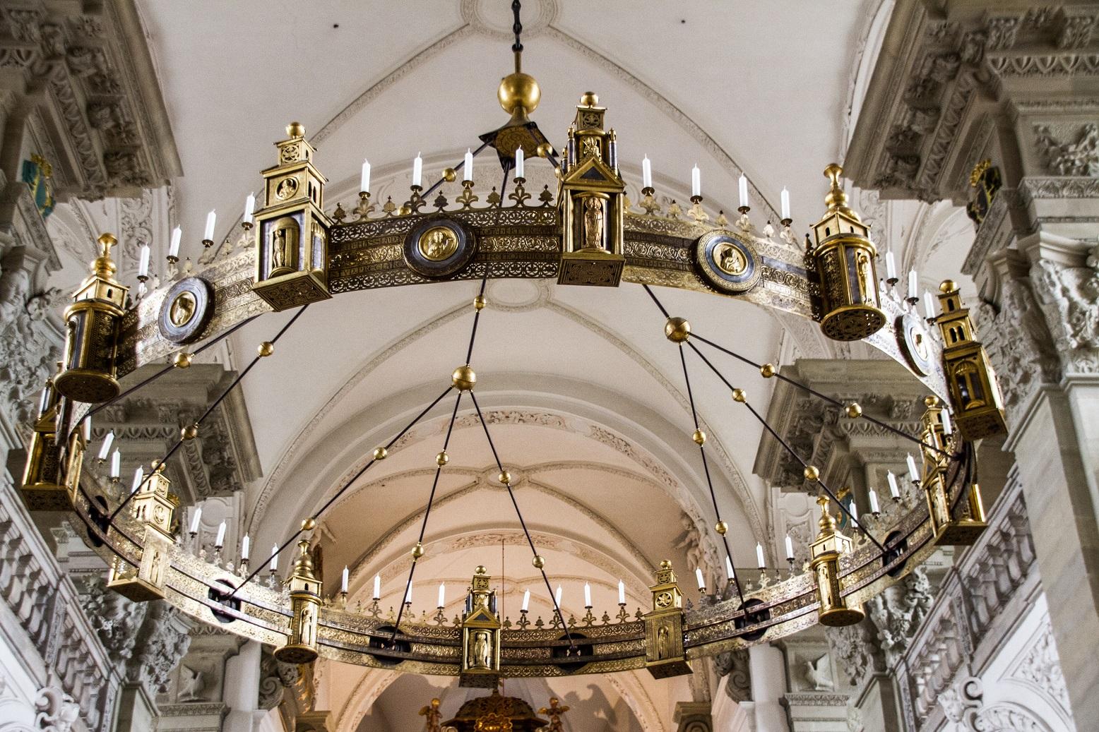 Lustre de l'abbaye de Combourg fin XII