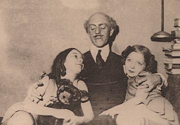 1929 Kalmakoff Avec les filles du peintre Ivanov